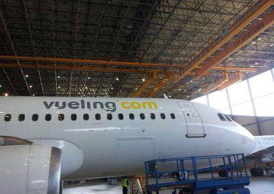 Chapa y pintura en avión